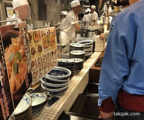 丸亀製麺の注文カウンター