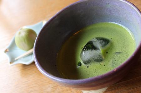 まんじゅうと抹茶