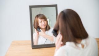ヘアアイロンと鏡